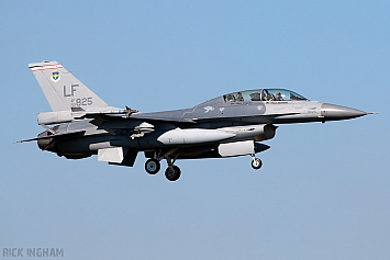 Lockheed Martin F-16B Fighting Falcon - 93-0825 - Republic of China Air Force