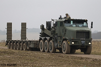 Oshkosh Heavy Equipment Transporter - British Army